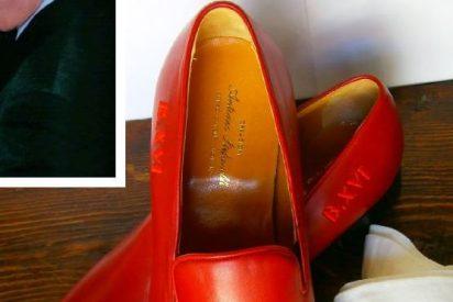 Los zapatos rojos de Benedicto XVI, en Granada