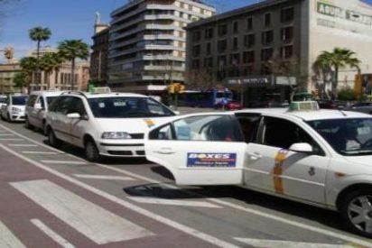 Los taxistas se rebelan contra la imposición de Isern de regularles el horario