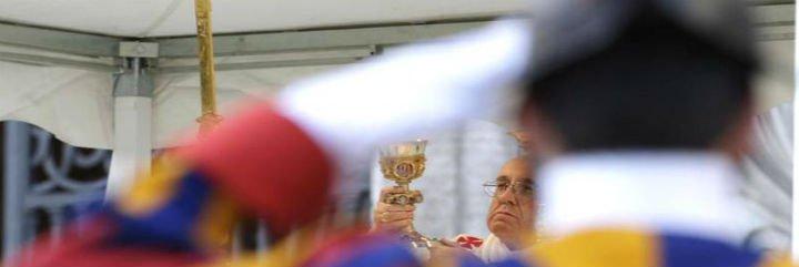 """Francisco en el Corpus: """"Jesús muestra la misericordia de Dios a la gente"""""""
