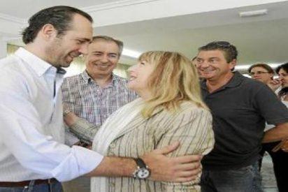 La alcaldesa de Ibiza paga 3.700 € en horas extras a la Policía por llevar su coche oficial