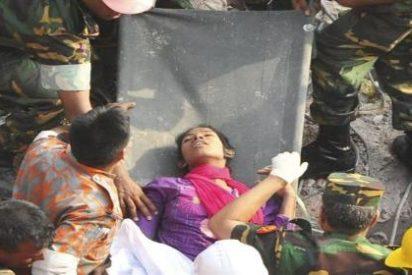 La mujer que estuvo enterrada viva 17 días bajo los escombros del edificio de Bangladesh