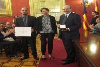 El Parlament concede la Medalla de Honor a título póstumo a la doctora Montserrat Casas