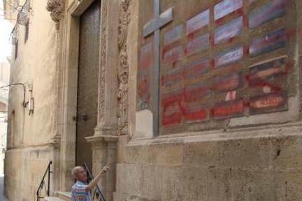 Aspe acuerda con la diócesis retirar los símbolos franquistas de su iglesia