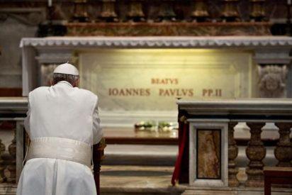 """Francisco recuerda la """"caridad y valentía apostólica"""" de Juan Pablo II"""