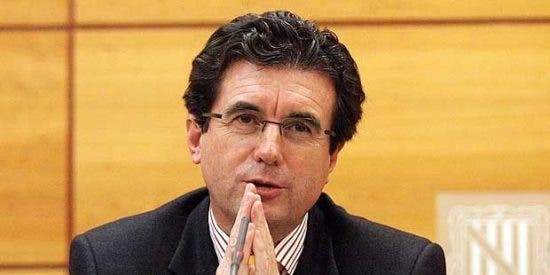 Matas cobró un sueldo del PP tras dejar de ser ministro con la 'bendición' de Arenas