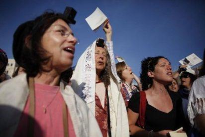 Cientos de ultraortodoxos judíos protestan contra las mujeres que rezan en el Muro de las Lamentaciones