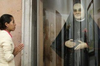 Miles de mexicanos acuden a Roma a la canonización de madre Lupita