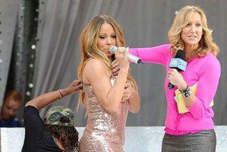 A Mariah Carey la 'traiciona' su vestido en directo y sobre el escenario