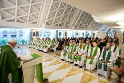 """""""El triunfalismo en la Iglesia, detiene a la Iglesia. Entre los cristianos, frena a los cristianos"""""""
