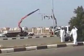 Cuelgan a 5 decapitados en Arabia Saudí para espantar inmigrantes ilegales