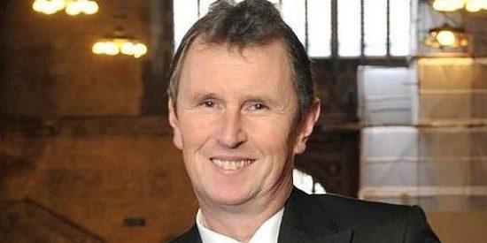 La policía acusa al vicepresidente del Parlamento británico de violar a dos jóvenes