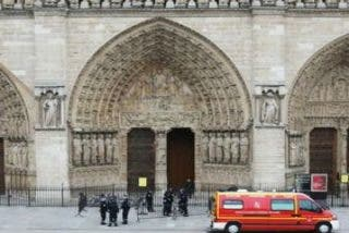 Un hombre se suicida en la catedral de Notre-Dame