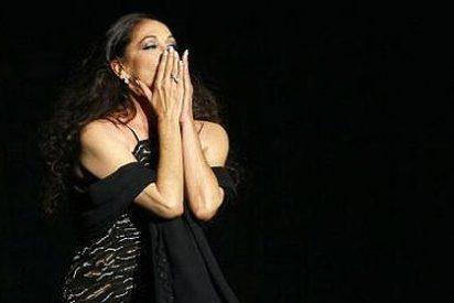 Isabel Pantoja reaparece y triunfa con un concierto en Benidorm