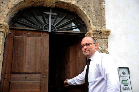 La Logia española lamenta el cese de un cura en Francia por ser masón