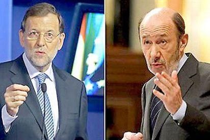 Según 'El Mundo' el PSOE está 10 puntos por detrás del PP y según 'El País' está sólo a dos