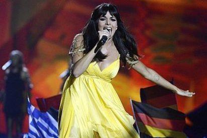 Queda penúltima en Eurovisión, pero llega a Barajas hecha una diva y dejando a la prensa con un palmo de narices