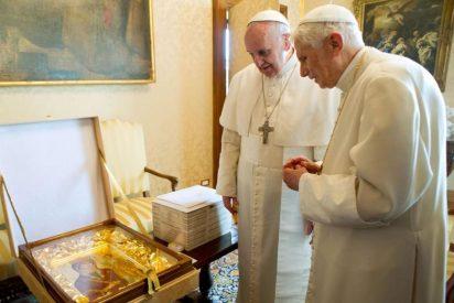 Benedicto regresa junto a Francisco