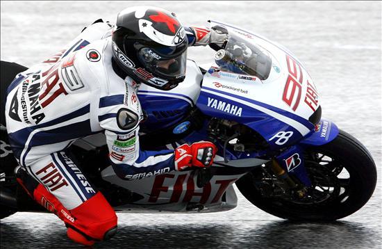 Lorenzo logra ser quinto con la clavícula rota en un GP de Holanda que ganó Rossi