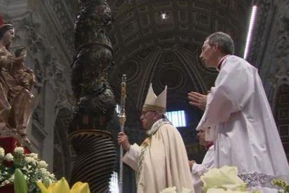 """Papa: """"María se maravilló y custodió la Palabra de Dios"""