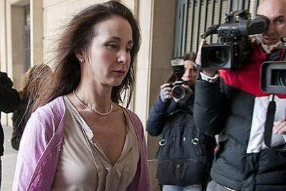 Trasiego de sobres con 'pasta' en la puerta de la Junta de Andalucía y el Parlamento