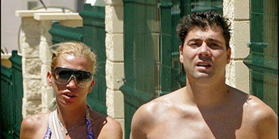 El ex de Belén Esteban cambia de opinión sobre la 'princesa' como de camisa
