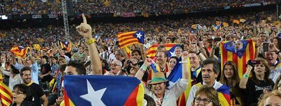 El Camp Nou se transforma en el altavoz del independentismo catalán