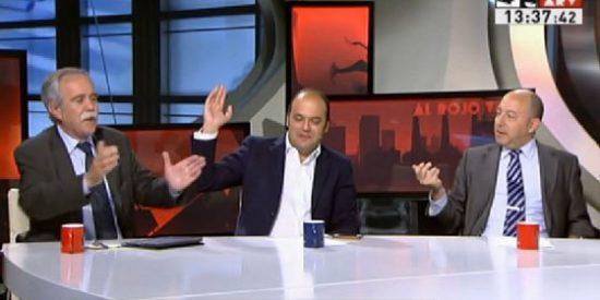 """Pérez Henares se parte de risa con los análisis de los economistas Díez y Bernardos: """"¡Estáis los dos de súper ministros de Economía!"""""""