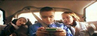 Doce consejos para que tu hijo no se maree ni vomite en el coche