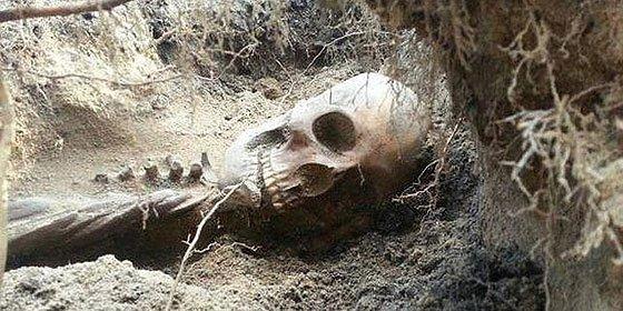Encuentran el esqueleto de una aborígen en su jardín y tienen que pagar 5.000 dólares