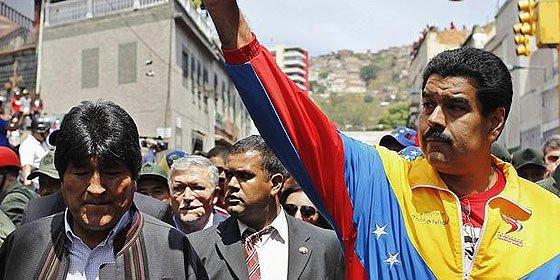 El boliviano Morales envia rollos de papel higiénico para 'salvar' al venezolano Maduro