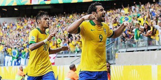 Un rácano Brasil vence 2-1 a Uruguay sin rastro de 'jogo bonito'