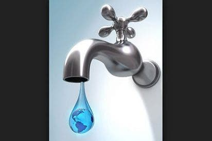 En España se ahorrarían 50 millones al año si políticos y funcionarios bebieran agua del grifo