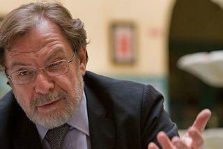 Cebrián convoca una reunión de urgencia con 60 altos cargos de 'El País'