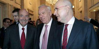 Margallo consiente el esperpento de 149 embajadas autonómicas, 21 más que España