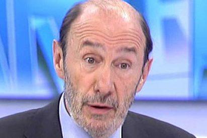El billete de avión de Rubalcaba acaba en una trifulca con el Gobierno Rajoy