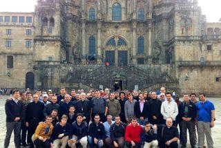 Osoro peregrina a Compostela con los seminaristas mayores de Valencia en autobús