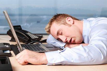 Un empleado de banco se duerme sobre el teclado y transfiere 222 millones por error
