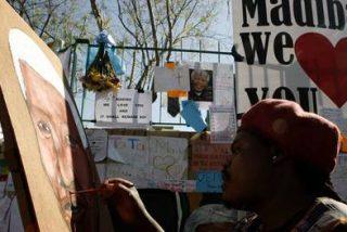 """Un arzobispo reza por """"un final apacible"""" para Mandela"""