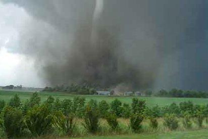 Mueren cinco personas tras el paso de un nuevo tornado por Oklahoma