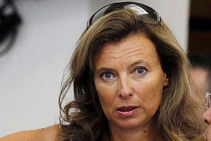 La 'novia' del presidente Hollande 'empapela' a los periodistas que revelaron sus antiguos amores