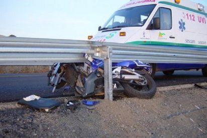 Fallece un enfermero tras ser embestida la moto que pilotaba por una furgoneta