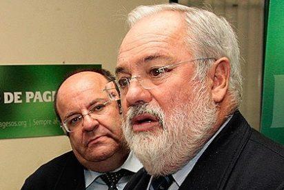Miguel Arias Cañete, el ministro que asaltó el minibar para no desfallecer
