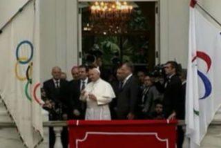 El Papa recibe las llaves de Rio y bendice las banderas olímpicas