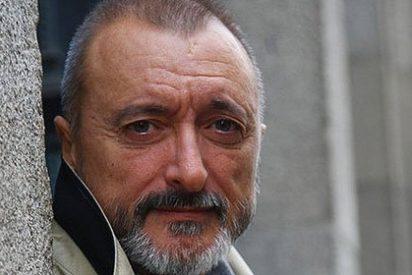 Arturo Pérez-Reverte ensarta en Twitter al 'extorsionador' González-Vigil