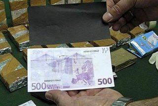 La Policía atrapa 'in fraganti' a dos africanos pegando el timo de los billetes tintados