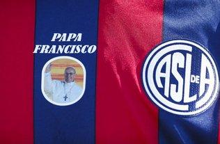 Messi, Balotelli y sus respectivas selecciones jugarán para el Papa