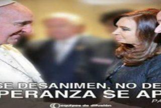 Utilizan una imagen del Papa Francisco junto a Cristina Kirchner para propaganda política