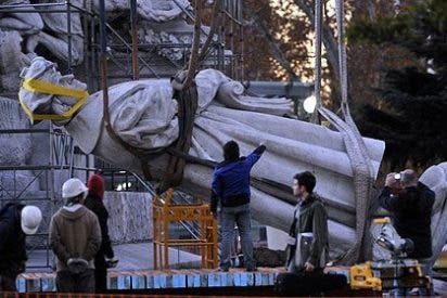 La presidenta Cristina Kirchner retira la estatua de Colón en Buenos Aires