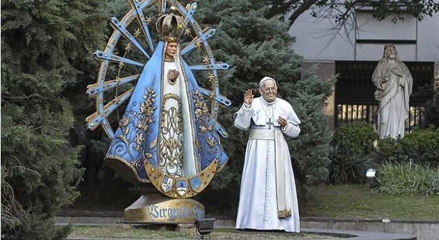 El Papa exige que retiren su estatua de la Catedral de Buenos Aires