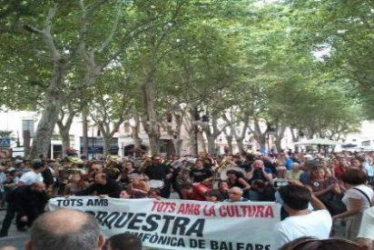 Unas 5.000 personas 'sintonizan' con la Orquesta Sinfónica en su protesta